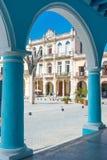 Architettura coloniale alla plaza Vieja a Avana fotografia stock
