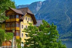 Architettura d'annata di Hallstatt Austria e vecchie case fotografia stock libera da diritti