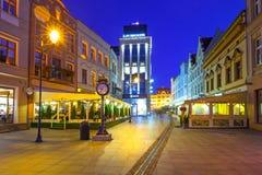 Architettura della città alla notte, Polonia di Bydgoszcz immagini stock