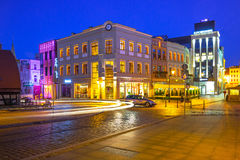 Architettura della città alla notte, Polonia di Bydgoszcz Fotografia Stock