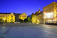 Architettura della città alla notte, Polonia di Bydgoszcz immagine stock libera da diritti
