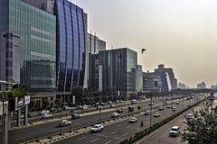 Architettura della città cyber/Cyberhub in Gurgaon, Nuova Delhi, India immagine stock