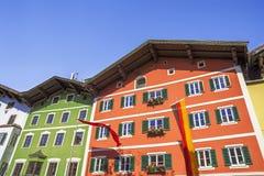 Architettura della costruzione nel centro storico di Kitzbuhel Fotografie Stock Libere da Diritti
