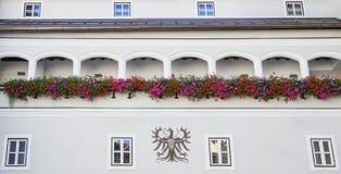 Architettura della costruzione nel centro storico di Kitzbuhel Fotografia Stock