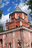 Architettura della proprietà terriera di Izmailovo a Mosca Torre del ponte Fotografie Stock Libere da Diritti