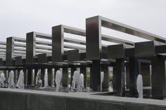 Architettura di acciaio e della fontana Immagini Stock Libere da Diritti