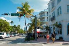 Architettura di Art Deco all'azionamento dell'oceano in spiaggia del sud, Miami Fotografie Stock