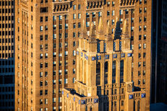 Architettura di art deco di Manhattan di Midtown alla luce completa di pomeriggio Fotografie Stock Libere da Diritti