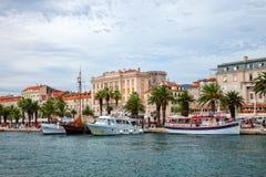 Architettura di Città Vecchia nella spaccatura, Croazia Fotografia Stock Libera da Diritti