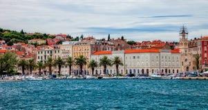 Architettura di Città Vecchia nella spaccatura, Croazia Fotografie Stock