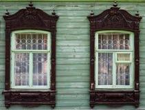 Architettura di eredità Platbands di legno sulle proprietà 5 immagine stock libera da diritti