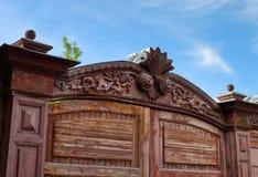 Architettura di eredità Vecchio portone della casa fotografie stock