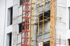 Architettura di esterno del grattacielo della residenza della costruzione del condominio del cantiere Fotografia Stock Libera da Diritti