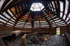 Architettura di legno di struttura del fondo, sotto il più alta cupola Immagini Stock