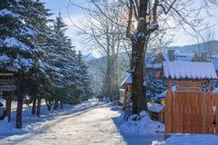 Architettura di legno di Zakopane all'inverno, Polonia Fotografie Stock Libere da Diritti