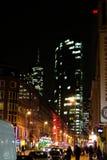 Architettura di paesaggio urbano di notte dei Highrises della via di Fankfurt Immagini Stock Libere da Diritti