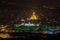 Architettura di Tbilisi nella notte Tutti i punti di riferimento principali su uno sparati: i Fotografie Stock