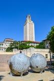 Architettura divertente della scultura divertente sulla città universitaria dell'istituto universitario immagini stock