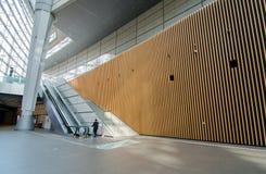 Architettura futuristica, interno del forum dell'internazionale di Tokyo immagine stock