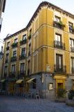 Architettura gialla antica e terrazzo per ricreazione, Neighbo Fotografie Stock Libere da Diritti