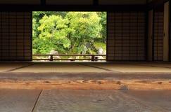 Architettura giapponese tradizionale e giardino Fotografie Stock Libere da Diritti