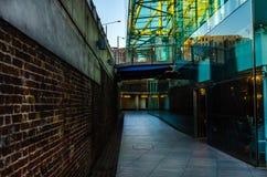 Architettura interessante nel passaggio sotterraneo, un combinati immagini stock