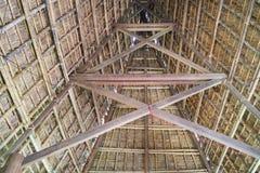 Architettura interna della casa tipica della gente di rai del ` di J in alta terra centrale del Vietnam Immagine Stock Libera da Diritti
