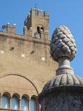 Architettura medievale quadrata di Cavour della piazza a Rimini, Italia fotografia stock