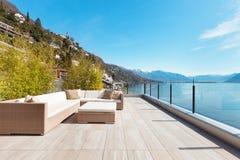 Architettura moderna, bello terrazzo fotografie stock