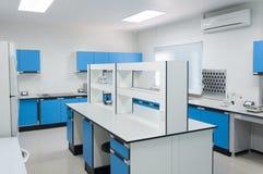 Architettura moderna dell'interno del laboratorio di scienza Immagini Stock Libere da Diritti