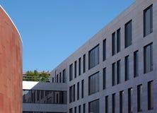 Architettura moderna e costruzioni a Lisbona immagine stock