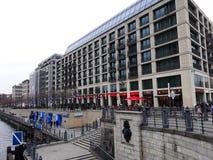 Architettura moderna il fiume della baldoria a Berlino Fotografia Stock Libera da Diritti
