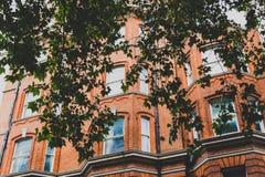 Architettura nel centro urbano di Londra in Mayfair fotografie stock