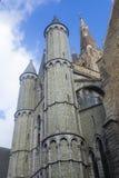 Architettura storica Bruges, Belgio delle torri di chiesa Immagini Stock Libere da Diritti