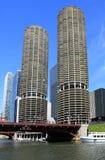 Architettura sul fiume del Chicago Immagini Stock