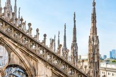 Architettura sul tetto della cattedrale del duomo fotografie stock