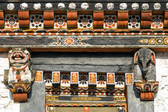 Architettura superiore della struttura di porta del bhutanese culturale tradizionale Fotografie Stock