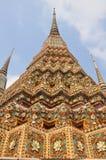 Architettura tailandese autentica in Wat Pho a Bangkok, Tailandia Fotografie Stock