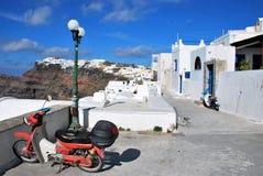 Architettura tipica nell'isola di Santorini immagine stock