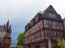 Architettura tipica nella vecchia città di Francoforte sul Meno in Germania Fotografia Stock Libera da Diritti