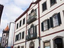 Architettura tipica in strada dei negozi a Funchal Madera immagine stock libera da diritti