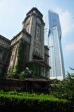 Architettura tradizionale e costruzione moderna Fotografia Stock