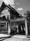 Architettura tradizionale tailandese bianca e nera immagine stock
