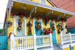 Architettura unica classica della casa variopinta del quartiere francese di New Orleans immagini stock libere da diritti