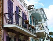 Architettura unica classica della casa variopinta del quartiere francese di New Orleans fotografia stock libera da diritti