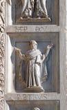 Architrave украшения баптистерего сгабривает, собор в Пизе, Италии стоковые изображения