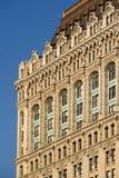 Architural detalj av den västra byggnadsfasaden för gata 90 med invecklade terrakottaprydnader stad lägre manhattan New York arkivfoton
