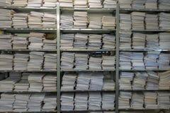 Archiv f?r Mappen Die Papiere werden auf einander gestapelt stockfoto