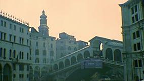 Archivalische Brücke Venedigs Rialto stock footage