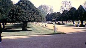 Archivalische Hampton Court Palace-Gärten stock video footage